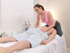 Une masseuse très hot