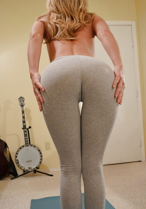 Une blondasse en leggings
