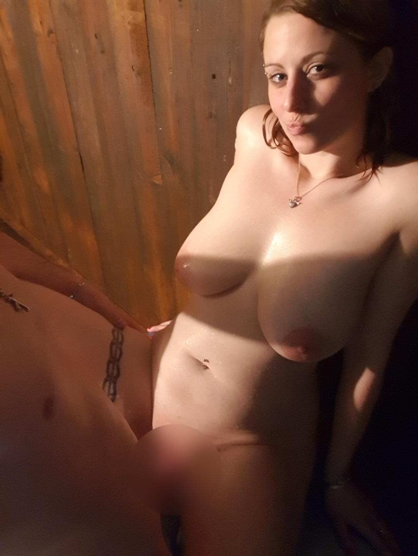 Une cam avec 2 très gros seins